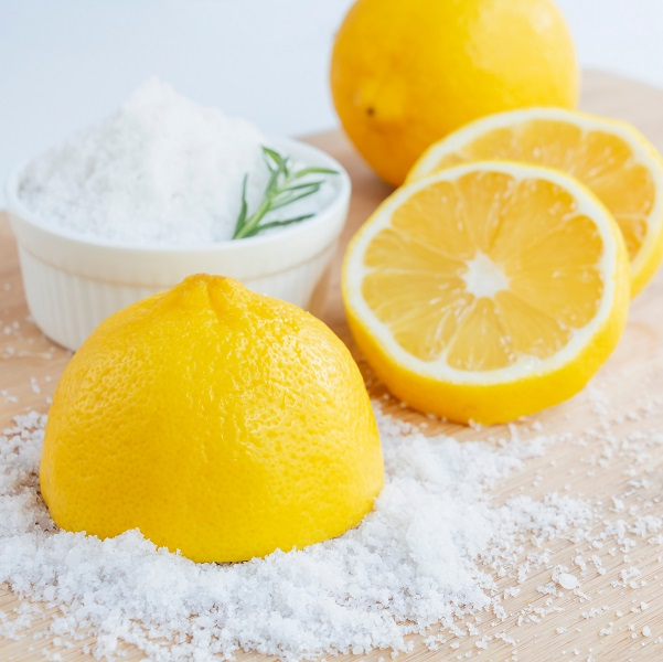 Lemon,And,Sea,Salt,-,Beauty,Treatment,With,Organic,Cosmetics